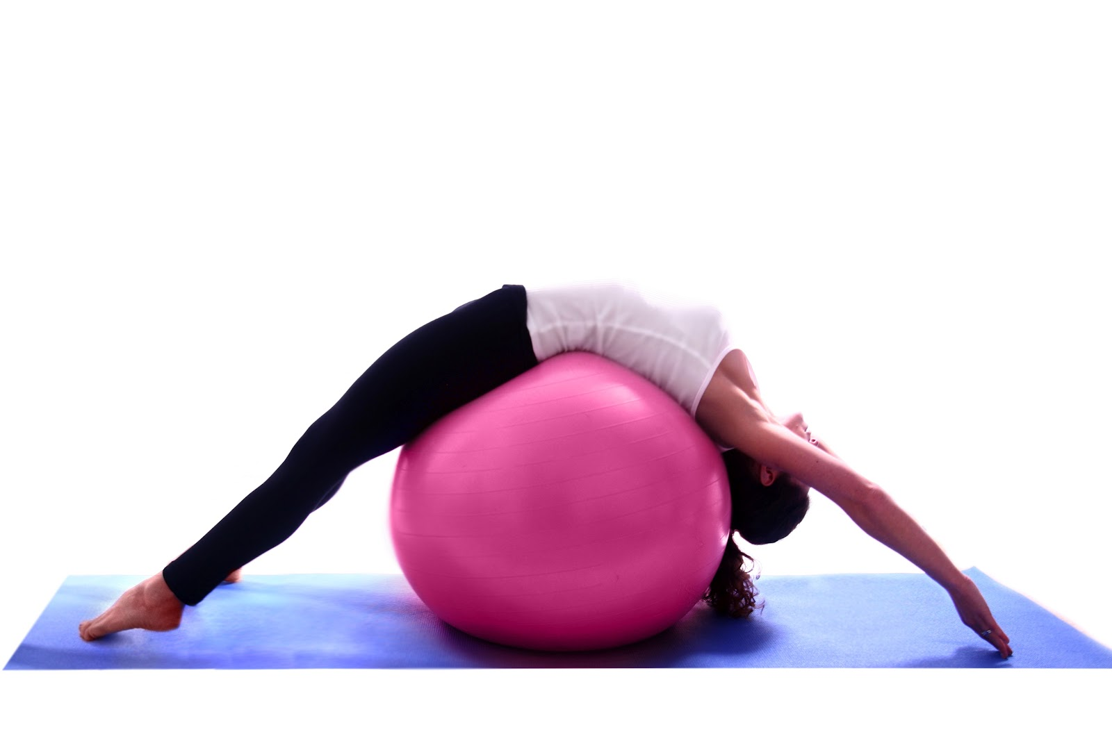 Yoga vs pilates can you tell the difference all to health for Housse ballon yoga