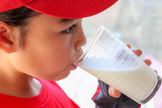 Delicious Drink to Keep Teen Health and Stamina with White Milk in Morning