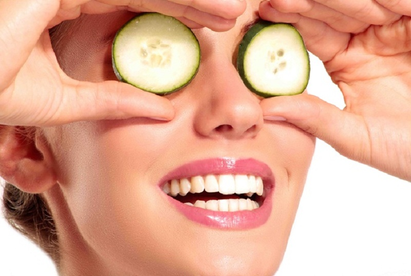 (1) Amazing Home Remedies for Aging Eyes using Fresh Sliced Cucumbers and Enough Rest inside Your House