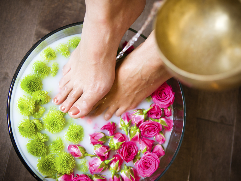 (2) Reed Roses and Green Petals in Milk Water Used as Effective Home Remedies for Calluses in Clear Bowl